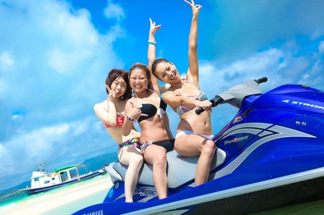 女子旅で石垣島の海をジェットスキー体験