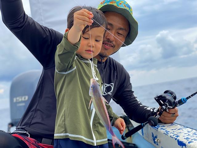 石垣島で釣りを楽しむ親子