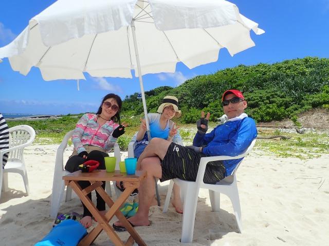 パナリ島のビーチでカフェタイム