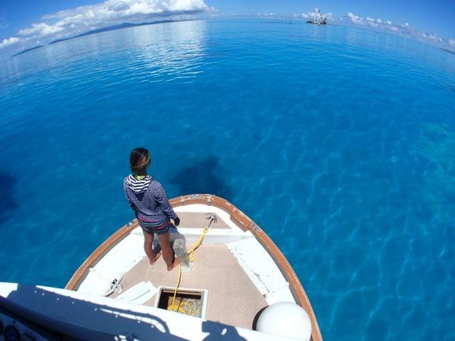透明度抜群の海をクルージング