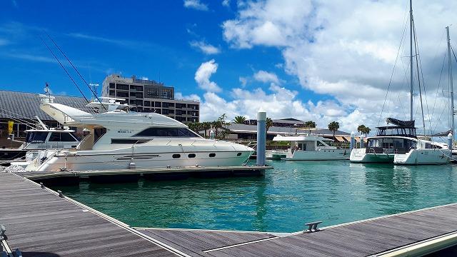 沖縄本島の貸切ツアーで利用するチャーター船