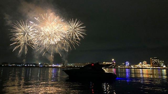 沖縄の夜を貸し切り船で体験