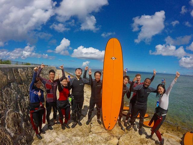 グループみんなでサーフィン体験