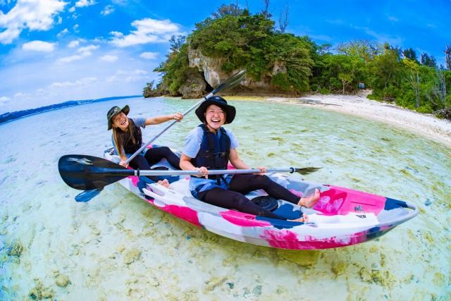 女子旅で川平湾でカヤック