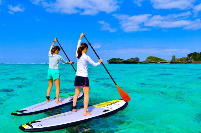 女子旅で海でのSUPクルージング