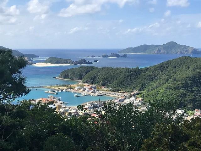ヘリコプターから眺める慶良間諸島