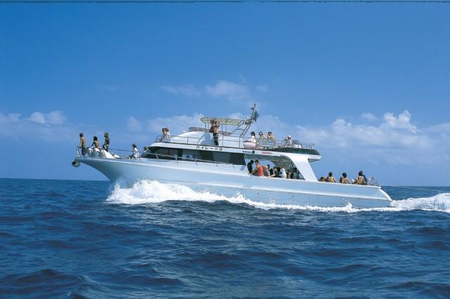 高速船で慶良間諸島へ向かう